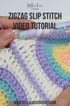 Slip Stitch Crochet, Bag Crochet, Crochet Crafts, Crochet Stitch Tutorial, How To Crochet, Crochet Ideas To Sell, Scrap Yarn Crochet, Zig Zag Crochet, Easy Crochet Stitches