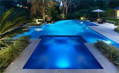 Swimming pool designs featuring new swimming pool ideas like glass wall swimming pools, infinity swimming pools, indoor pools and Mid Century Modern Pools. Swimming Pool House, Luxury Swimming Pools, Above Ground Swimming Pools, Dream Pools, Swimming Pool Designs, Outdoor Swimming Pool, Ground Pools, Indoor Pools, Oberirdische Pools