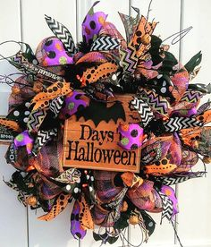 Halloween Countdown Wreath by Whimsy Wreaths #halloweenwreath #halloweencountdown