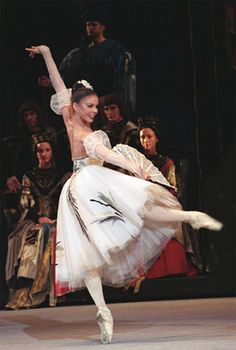 Natalia Osipova as a princess in Swan Lake with the Bolshoi Ballet. Photo (c) Nadezhda Bausova/Bolshoi Theatre.