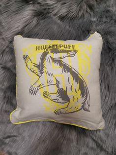 Primark Super Thick BNWT Harry Potter Hogwarts Crest Cushion