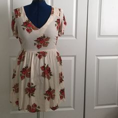 Topshop floral tea dress Cream tea dress with autumnal floral pattern. Topshop brand. Size 8. Topshop Dresses Mini