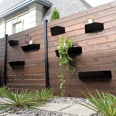 Back ground for fire ring. House Fence Design, Wood Fence Design, Modern Fence Design, Privacy Fence Designs, Rustic Home Design, Diy Fence, Fence Landscaping, Backyard Fences, Fence Ideas