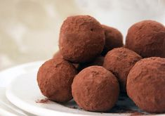 Today is National Cachaça Day. Cachaça , a Brazilian white rum made from sugar cane, is the main ingredient in the Caipirinha , the nati. Dark Chocolate Truffles, Chocolate Blanco, Soy Wax Melts, 2 Ingredients, Dairy Free Recipes, Free Food, Sweet Tooth, Muffin, Candy