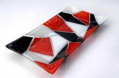 fuentes rectangulares en vitrofusion - Buscar con Google Fused Glass Plates, Glass Tray, Fused Glass Art, Glass Dishes, Stained Glass, Christmas Bowl, Glass Fusing Projects, Ceramic Vase, Glass Ornaments