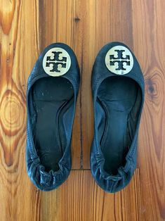 Black Tory Burch ballet flats in size 7.5. Pre owned and loved but with a lot of life left. Visible wear but no flaws. See photos for condition