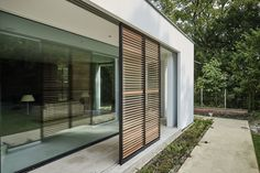 Pino - Just another WordPress site Bauhaus Architecture, Modern Architecture, Dream Home Design, House Design, Building Extension, Mid Century Exterior, Big Doors, Outdoor Screens, Building Furniture