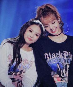 Jennie e Lisa. Blackpink Jennie, Kpop Girl Groups, Korean Girl Groups, Kpop Girls, Forever Young, K Pop, Black Pink Kpop, Black White, Blackpink Photos