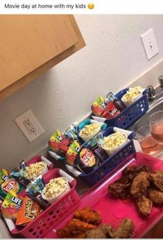 Kids movie night Source by sherieedorsey Movie Night For Kids, Movie Night Snacks, Movie Night Party, Night Food, Movie Nights, Night Kids, Girls Night, Party Time, Family Movie Night