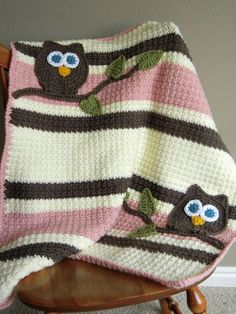 No pattern....Etsy listing....Crochet owl blanket....adorable! Would be easy to replicate!