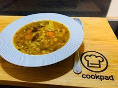 """Csípős, zöldséges """"babgulyás"""" Curry, Ethnic Recipes, Pizza, Food, Cilantro, Curries, Essen, Meals, Yemek"""