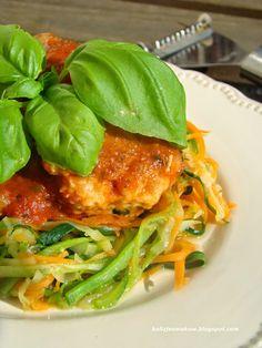 Pyszne spaghetti z marchewki i cukinii w aromatycznym pomidorowym sosie z mięsnymi pulpetami. Po przepis zapraszamy na bloga :)