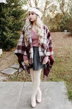 burgundy plaid. #winter #fashion #style #talbots #burgundy Geek Chic Outfits, Hot Outfits, Girly Outfits, Tights Outfit Winter, Cool Tights, Pantyhose Outfits, Colored Tights, Fashion Tights, Evening Outfits