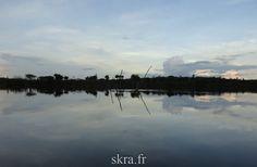 Vue sur le fleuve amazone au crépuscule