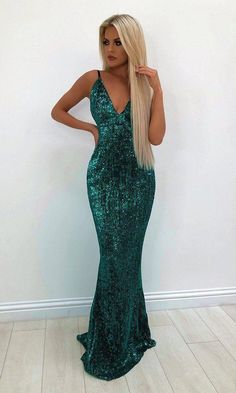 Green Light Emerald Sequin Sleeveless Spaghetti Strap Plunge V Neck Backless Mermaid Gown Maxi Dress - Green Light Emerald Green Sequin Sleeveless Spaghetti Strap Plunge V Neck Backless Mermaid Gown Maxi Dress Source by sarahsweetjane - Deb Dresses, Ball Dresses, Bridesmaid Dresses, Backless Prom Dresses, Party Dresses, Casual Dresses, Formal Dresses, Emerald Green Dresses, Emerald Prom Dress