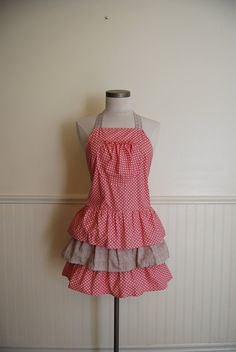 Seriously if I had an apron that looked like this I would wear it all the time! So cute!