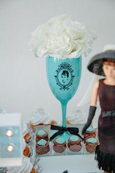 Chá de lingerie | Bonequinha de Luxo Tiffany Party, Tiffany Blue, Festa Pin Up, Hens Night, Breakfast At Tiffanys, Paper Flowers Diy, Party Themes, Party Ideas, 21st Birthday