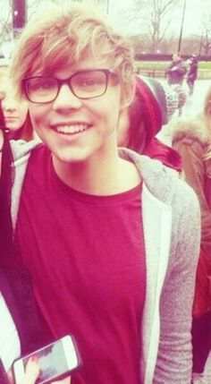 Ashton Irwin ❤ I think I've pinned this a few times already but I dont care, ash with glasses!