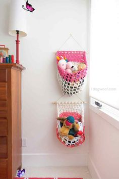 T-Shirt Yarn Hanging Basket Crochet Pattern T-Shirt Yarn Hanging Basket Crochet Pattern - One Dog Woof<br> Free crochet pattern for a t-shirt yarn hanging basket. Made from sturdy fabric yarn, these baskets are perfect for storing stuffed toys. Crochet Gratis, Crochet Diy, Crochet Home Decor, Crochet For Kids, Crochet Bags, Knitting Projects, Crochet Projects, Knitting Ideas, Tshirt Garn