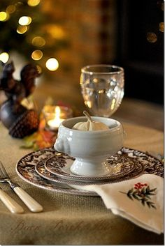 .Charming Thanksgiving tablesetting