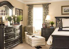 bedroom-interior-design_black-cream-and-green_damask-print-window-treatment.jpg 1,890×1,330 pixels