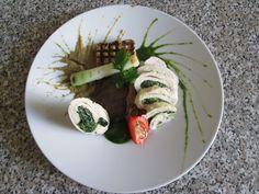 Rouleau  et  farci  de  dindon, champignon aubergine et oignon grilles, sauce  de  chicorèe  et  de aubergine Gino D'Aquino.