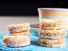 biscoitinho carinhoso - blog naminhapanela.com Baking Powder Biscuits, Jam Cookies, Bread Cake, Whoopie Pies, Piece Of Cakes, Creative Cakes, Four, Yummy Cakes, Food Hacks