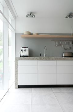 Exterior and Interior House in Beautiful Atmosphere: Minimalist Kitchen Space In Rietveld Bungalow With White Drawers White Cabinets Grey Co. Grey Cabinets, White Kitchen Cabinets, Painted Cupboards, White Counters, Painted Walls, Grey Kitchens, Cool Kitchens, Kitchen Flooring, Kitchen Backsplash