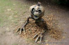 Creepy pumpkin head monster - This is the greatest site, TONS of tutorials on how to make this guy and so much Outdoor Halloween, Halloween Projects, Holidays Halloween, Spooky Halloween, Halloween Pumpkins, Halloween Decorations, Halloween Costumes, Halloween Stuff, Yard Decorations