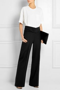 Look con pantaloni a palazzo Outfit bicolor con pantaloni