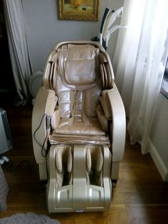 Main features: Fully automatic massage in all combinations, 340 massage combinations, Full back massage - from neck to hips, Needs no space behind the chair Yamaguchi, Shiatsu Massage Chair, One Room Apartment, Behind The Chair, Good Massage, Massage Techniques, Diy Chair, Reflexology, Chairs For Sale
