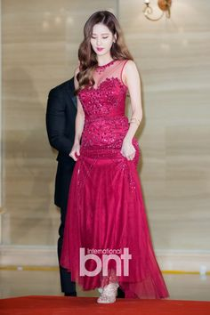 Girls' Generation Seohyun fashion on red carpet at Golden Disk Awards Snsd, Seohyun, Japanese Fashion, Asian Fashion, Fashion Beauty, Kpop Girl Groups, Kpop Girls, Cool Outfits, Fashion Outfits
