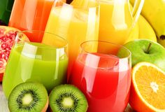 Homemade detox diet drink to cleanse out your system and aid weight loss. These detox recipes contain a natural list of body cleansing ingredients. Body Detox Drinks, Detox Your Body, Detox Juice Cleanse, Homemade Detox, Fruit Juice, Detox Recipes, Apple Cider, Cleanser, Jigsaw Puzzles