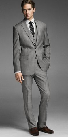 Going to a job interview for a banking position? Why not go in looking like a banking executive? Sharp Dressed Man, Well Dressed Men, Professional Dress For Men, Professional Wardrobe, Business Professional, Interview Suits, Shirt And Tie Combinations, Men's Fashion, Dinner Suit