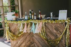 Mid-century modern Palm Springs wedding | Photo by  | Photo by Steve Cowell | Read more  http://www.100layercake.com/blog/?p=74949Mid-centur...