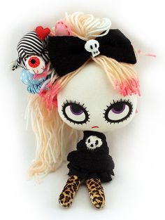 Halloween Eye Candy: Sweet & Creepy Plushies by Mizna Wada 1