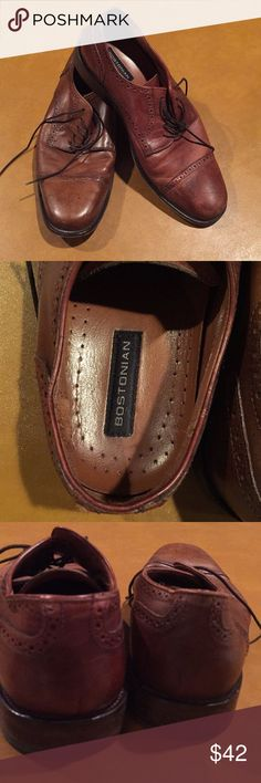 Bostonian Men's Oxford shoe, brown leather, 10 1/2 This pair of men's shoes was made in Italy. Great for a casual interview in dress clothes or jeans around town. Size 10 1/2, Bostonian brand. Bostonian Shoes Oxfords & Derbys