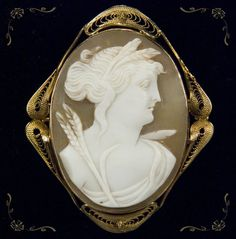 Hand Crafted Cameo Demeter/Ceres 10k Gold Pendant Brooch