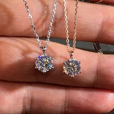 Solitaire Diamond Gold Necklace  #solitairenecklace #chainnecklace #solitaire #diamond #hkjweddingring Diy Jewelry Necklace, Fashion Jewelry Necklaces, Simple Necklace, Simple Jewelry, Silver Jewelry, Women Jewelry, 925 Silver, Jewelry Rings, Collier Simple