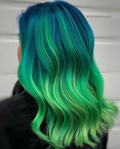 Hairstyles For Round Faces Women Hairstyles Over 40 .Women Hairstyles Over For Round Faces Women Hairstyles Over 40 .Women Hairstyles Over 40 Vivid Hair Color, Pretty Hair Color, Beautiful Hair Color, Hair Color Purple, Hair Dye Colors, Dyed Hair Ombre, Teal Hair, Dye My Hair, Green Hair Streaks