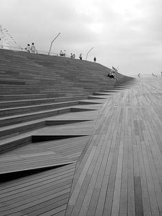 Steps and ramp.  Yokohama Ferry Terminal.  #arquitetura #habitare #inspiração #design #escadas #staircase