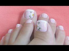 Si quieres tener las uñas de los pies impecables y super lindas, sin ninguna duda tienes que usar estos diseños que están super cool y elegantes. Toe Nail Designs, Simple Nail Designs, Mani Pedi, Manicure And Pedicure, Cute Pedicures, French Pedicure, Feet Nails, Super Nails, Toe Nail Art