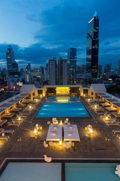 Rooftop pool and terrace in Panama City