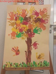 Kita Herbst Blätter Handabdruck Baum Kita autumn leaves handprint tree, How to paint a spooky treeDIY Fall Arts And Crafts, Autumn Crafts, Fall Crafts For Kids, Autumn Art, Diy For Kids, Autumn Leaves, Diy And Crafts, Children Crafts, Easy Craft Projects