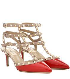 Kittenheel-Pumps Rockstud aus rotem Lackleder By Valentino Valentino Rockstud, Rockstud Shoes, Valentino Heels, Red Patent Leather Pumps, Red Pumps, Patent Shoes, Red Shoes, Leather Shoes, Kitten Heel Shoes