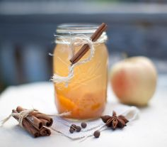 The Apple of my Pie-Pop. Tipples and Treats The Apple of my Pie-Pop Warm Apple Cider, Spiced Apple Cider, Pie Pops, Cocktail Recipes, Cocktails, Winter Drinks, Non Alcoholic Drinks, Beverages, Seasonal Food
