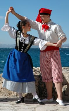 Beautiful Costumes, Beautiful Outfits, French Costume, Nice Ville, Ethnic Dress, Folk Costume, World Of Color, French Riviera, People Of The World
