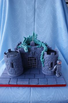 Knight Dragon and castle cake Castle Birthday Cakes, 4th Birthday Cakes, Castle Cakes, Knight Cake, Knight Party, Small Birthday Parties, Witch Cake, Prince Cake, Medieval Party
