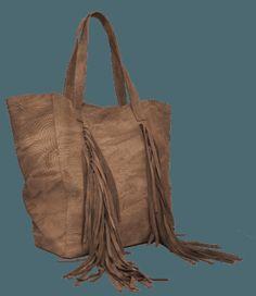 Cartera de cuero grabado color camel con flecos de gamuza. Pabloni Bags.