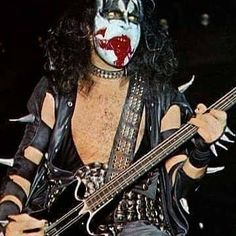 Gene Simmons Kiss, White Face Paint, Vinnie Vincent, Eric Carr, Peter Criss, Vintage Kiss, Kiss Pictures, Kiss Photo, Black And White Face